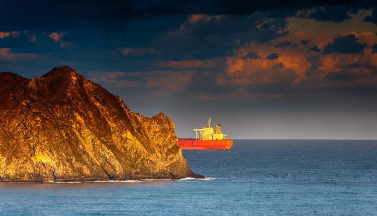 Фото импорт нефти в Японию